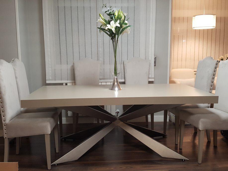 mesa saln pie metlico silla tapizada tachuelas - Sillas Y Mesas De Salon