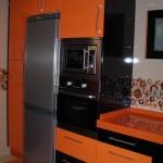 Cocina Negro Brillo  y  Naranja