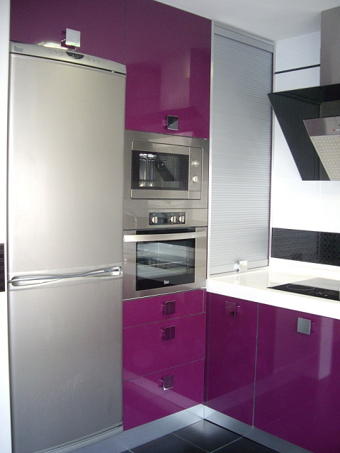 Casas cocinas mueble cocina color berenjena - Cocinas color berenjena ...